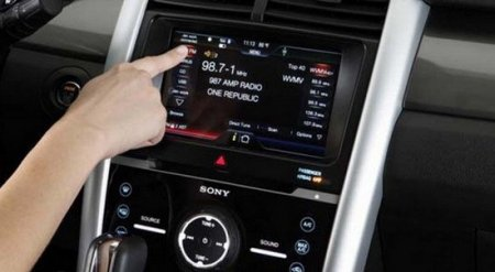 Сенсорный экран в автомобиле